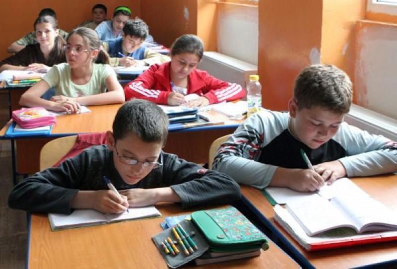 Profesorii care predau în sate izolate ar putea primi o indemnizaţie de până la 20%. Ce sporuri vor primi celelalte cadre didactice!