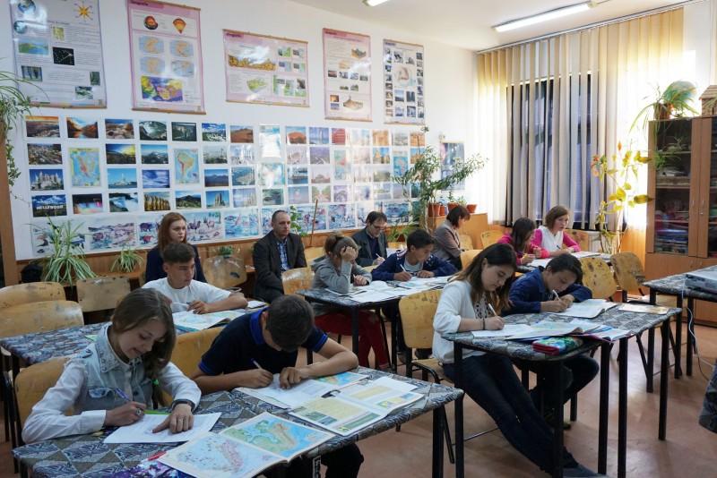 Profesorii de geografie din zona Săveni, schimb de experienţă la Hăneşti