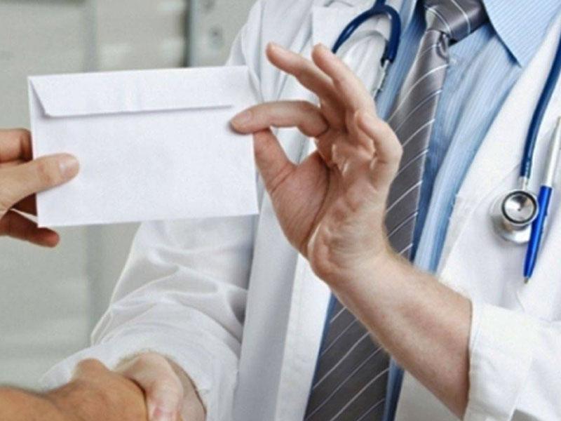 Profesorii și medicii din mediul privat pot face și ei închisoare pentru luare de mită!