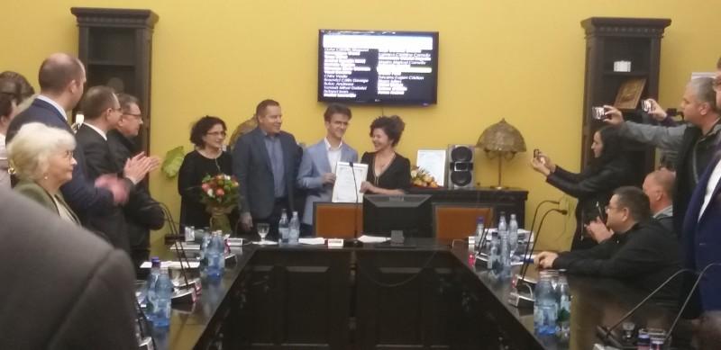 """Profesorul Adrian Panaete și """"Micul Dexter"""" au fost numiți Cetățeni de Onoare ai municipiului Botoșani"""