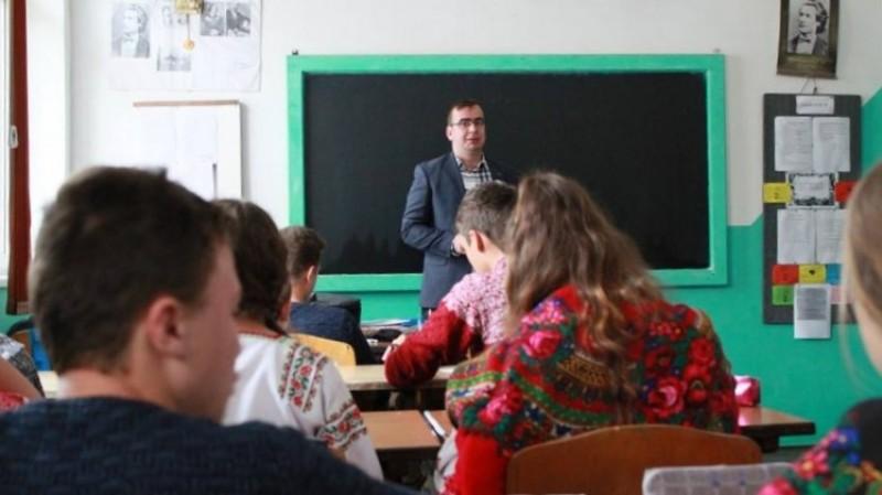 """Profesorul din Botoșani care """"unește inimi"""": Ce-mi doresc din tot sufletul este să fim mai buni!"""