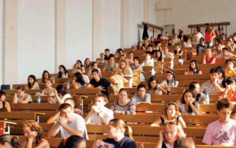 Profesorul ideal, conform studenţilor din Cluj: Prietenos, să discute pe Facebook şi să ducă studenţii în excursii sau la cafea