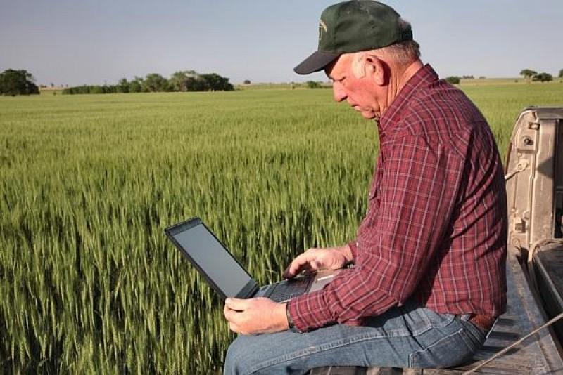Program prelungit la instituţiile din agricultură în aşteptarea fermierilor care depun Cererile unice de plată!