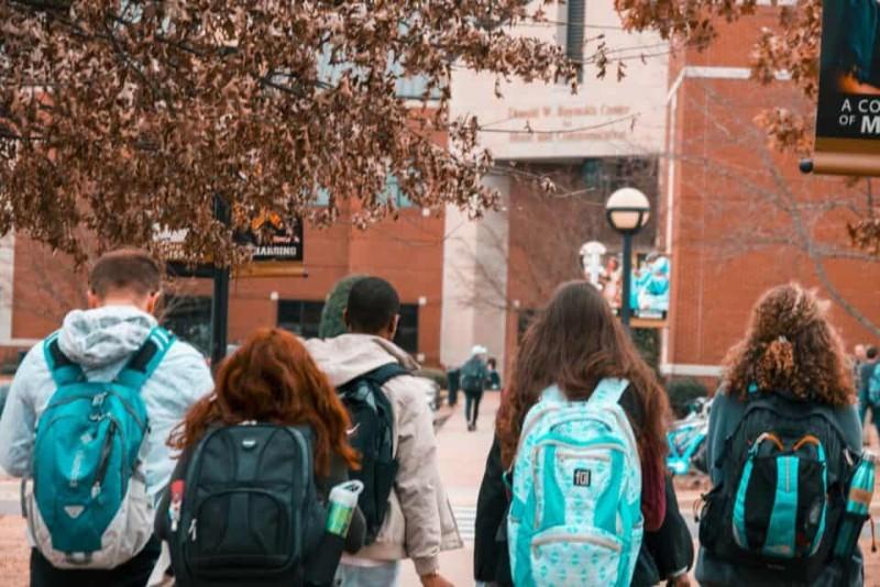 Programul after-school ar putea fi asigurat gratuit de stat, ca soluție a ministrului Andronescu pentru ca profesorii să nu fie dați afară după reducerea orelor de școală