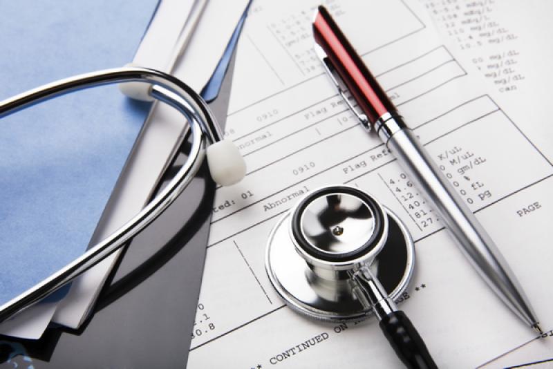 Proiect: Angajații să-și poată plăti lunar o asigurare voluntară de sănătate din impozitul pe salariu
