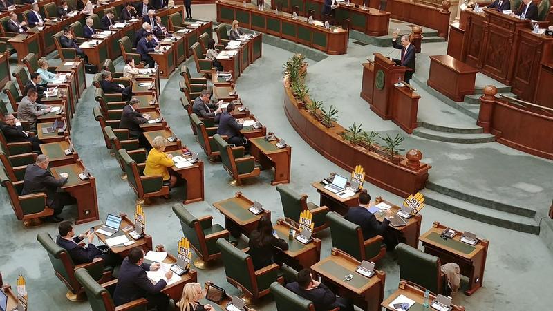 Proiect de lege: Autoritățile publice care nu fac lunar conferințe de presă, amendate cu până la 5.000 lei!