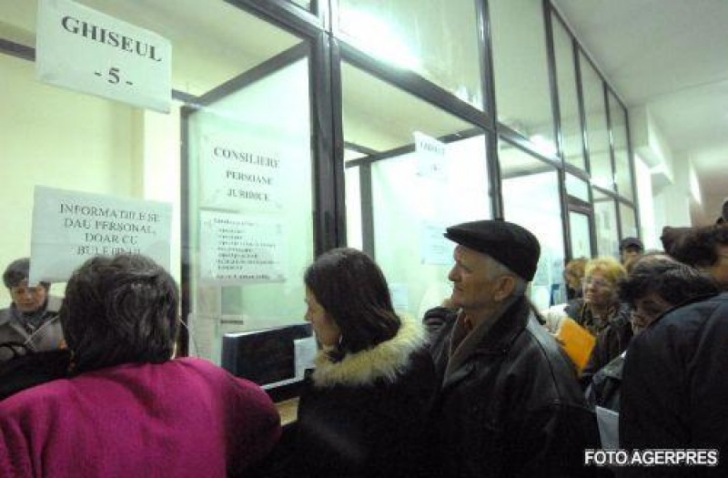 Proiect depus de 40 de parlamentari: Instituțiile publice care nu primesc documente online să aibă program până la ora 20.00