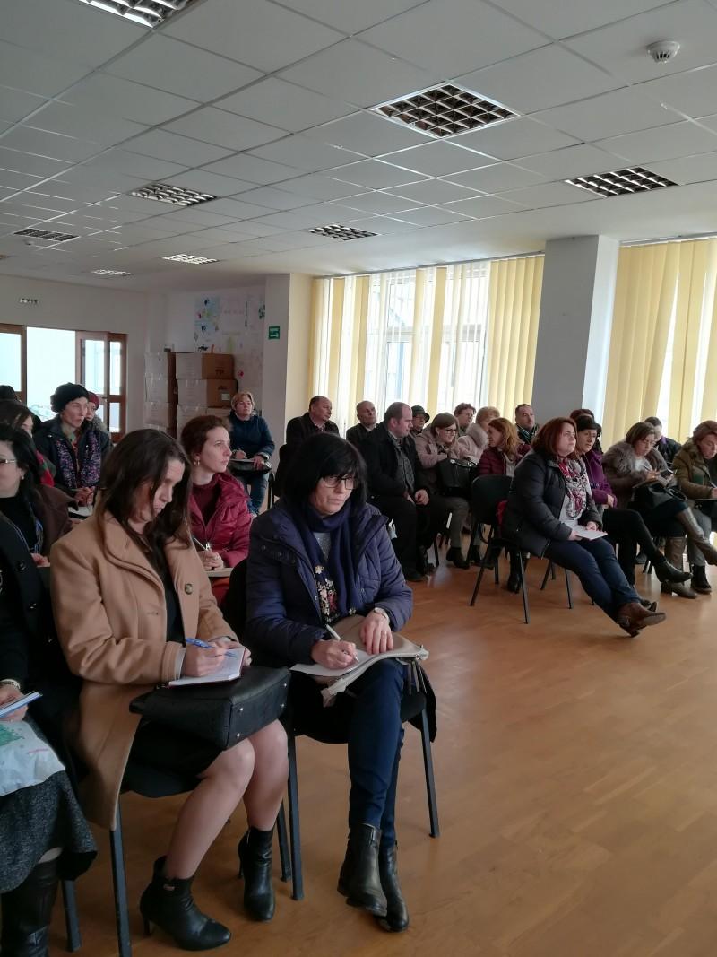 """Proiect educațional la Liceul """"Demostene Botez"""" Truşeşti, pentru formarea viitorilor fermieri! FOTO"""