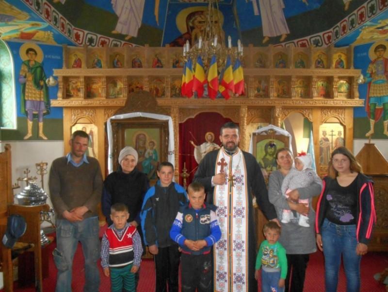 """Proiect misionar """"Lumini pentru lume"""" în parohiile Chişcăreni şi Sat Nou - Botoşani"""