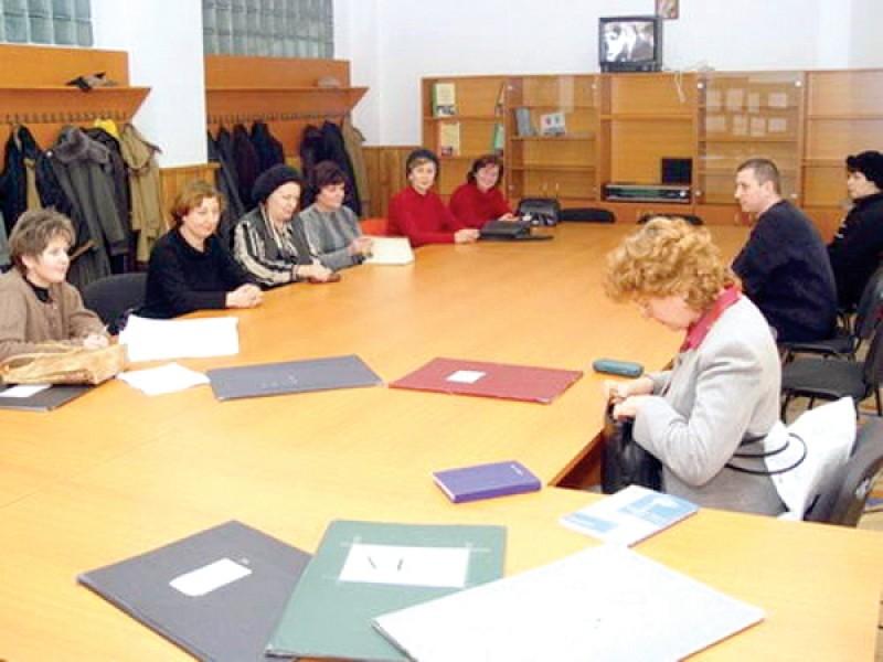 Proiect - Profesorii debutanți, preferați de Ministerul Educației în locul pensionarilor pe catedrele vacante. Ce spun sindicatele!