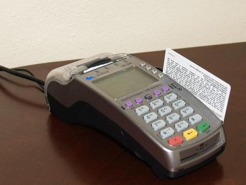 Propunere: Magazinele cu cifra de afaceri pana in 50.000 euro nu vor mai fi obligate sa accepte plata cu cardul
