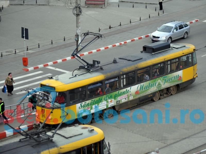 Propunerea unui consilier local: Maşinile să circule şi prin refugiile pentru tramvai