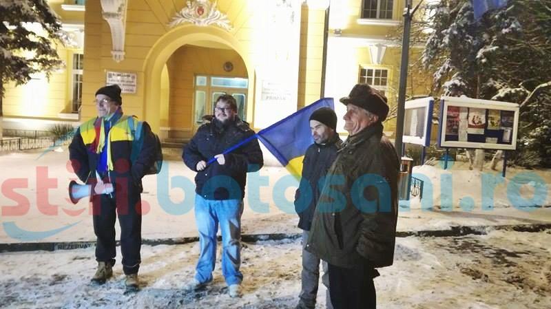 Nu se lasă! La Botoșani încă sunt protestatari care ies în stradă - FOTO
