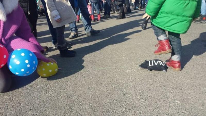 Protest al părinţilor faţă de OUG 3 în urma căreia scad veniturile din concedii medicale sau prenatale