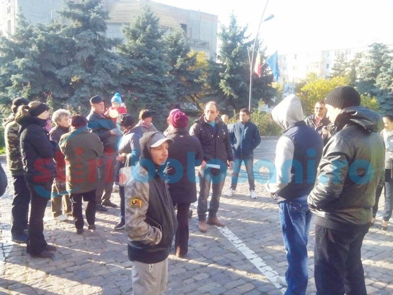 """PROTEST al piețarilor în fața Primăriei! """"Ne dăm foc dacă nu ne ascultă"""" FOTO"""
