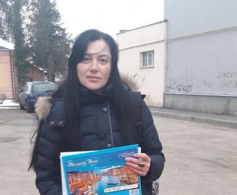 Protest al unei mame împotriva sistemului de învăţământ: Cere demisia tuturor inspectorilor şcolari de la IŞJ Botoşani!