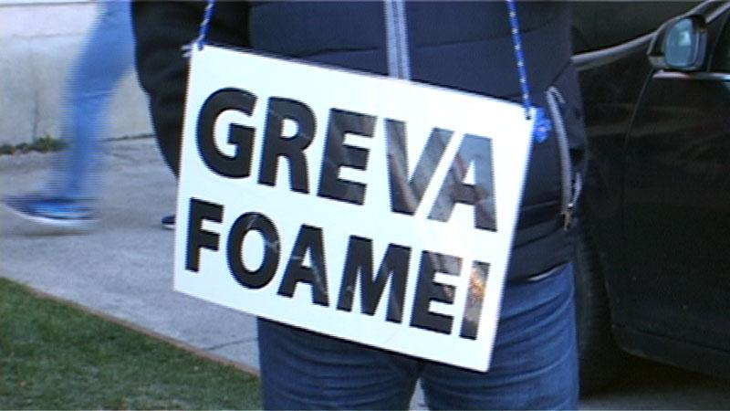 """Protest cu """"greva foamei"""" în fața Palatului Administrativ. Ajutor promis de către prefectul județului"""
