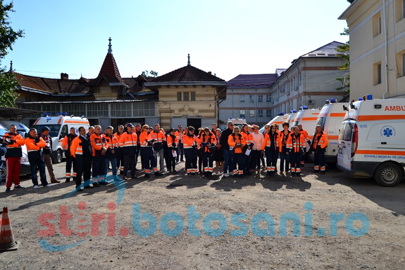 Protest cu sirene şi imn la sediul Ambulanţei Botoşani! FOTO, VIDEO