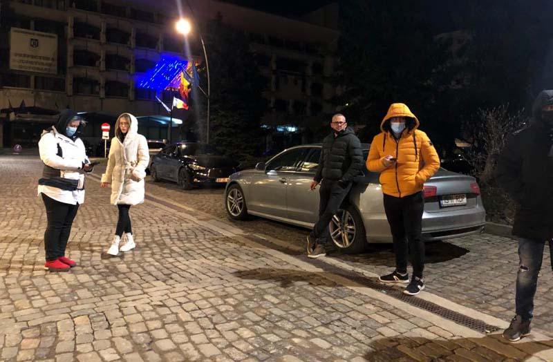 Protest împotriva restricțiilor Covid la Botoșani: Doar cinci oameni în stradă pentru libertăți civile