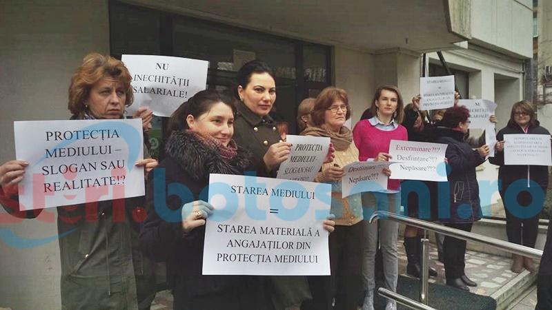 """PROTEST în două instituții publice din Botoșani! """"Nu se mai poate!""""- FOTO"""