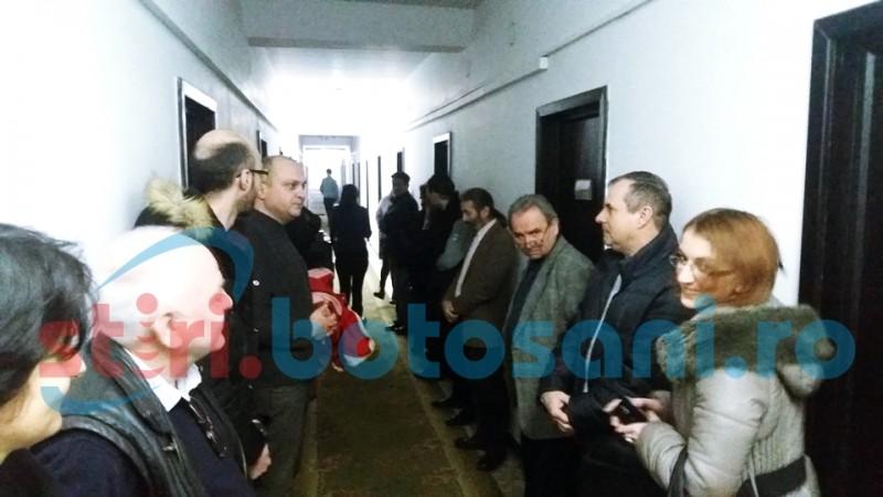 PROTEST la Consiliul Județean Botoșani! Angajații au întrerupt activitatea - FOTO