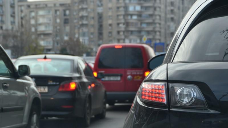 Protestul instructorilor auto: Ministrul Transporturilor cere înfiinţarea unui grup de lucru care să discute solicitările protestatarilor
