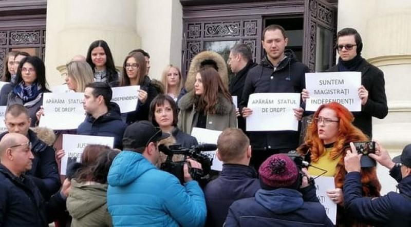 """Protestul procurorilor și judecătorilor botoșăneni: """"Vrem să fim ca și până acum, magistrați independenți!"""""""