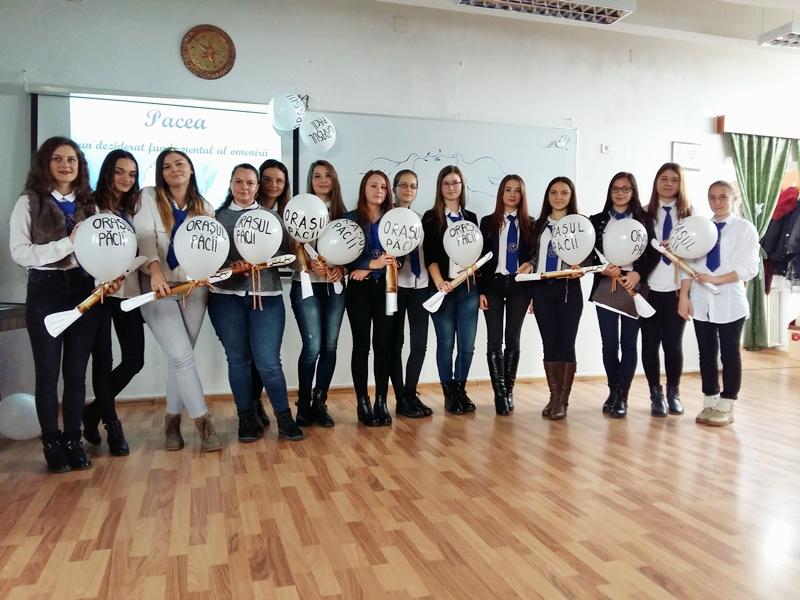 """Provocare lansată de elevii Liceului Pedagogic prin """"purtătorii de pace"""""""