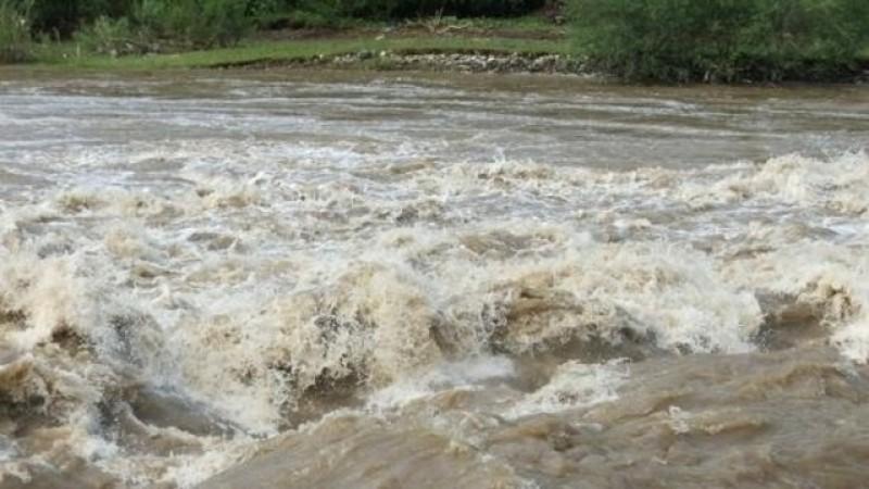 Prutul a depășit cota de inundație la intrarea în țară. Tendinţa este de creştere