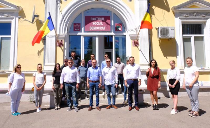 PSD Botoșani: Tinerii s-au săturat de promisiuni și minciuni! 10 membri de la tineretul USR s-au alăturat echipei PSD de la municipiul Botoșani!