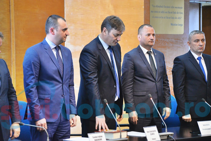 Puhoi de șefi la învestirea în funcție a prefectului Dan Șlincu - FOTO
