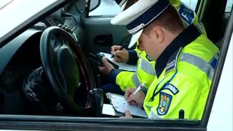 Puşti prins de poliţişti conducând fără permis. Nu a oprit şi a fost urmărit de oamenii legii
