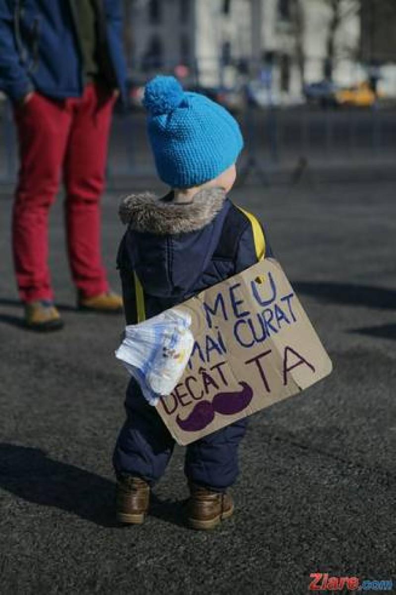 Putem sau nu să mergem cu copiii la proteste?