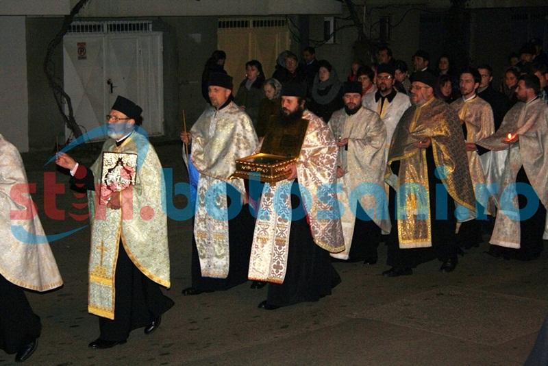 """""""Calea Sfinților"""", impresionantă procesiune cu sute de credincioși, la hramul Bisericii Vovidenia! FOTO"""