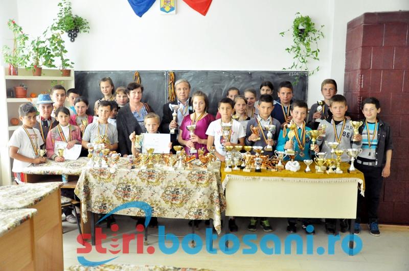 """""""Cuvântătorii"""" de la Oneaga, minunea ascunsă din sătucul Moldovei! GALERIE FOTO, VIDEO"""