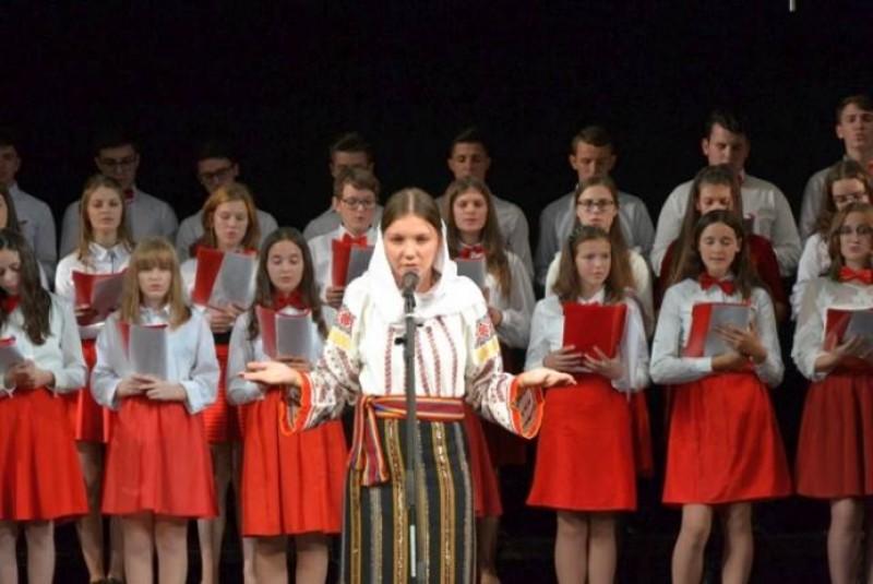 """""""Haide, mamă, haide, tată!"""", la Piatra Neamţ. Copiii din Botoșani, aplaudați la scenă deschisă! VIDEO"""