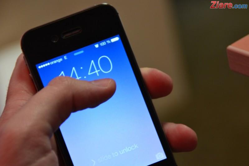 """Imi dai te rog sa sun un minut?"" - Inselatoria care te poate lasa fara telefon: Ce ne recomanda politistii"