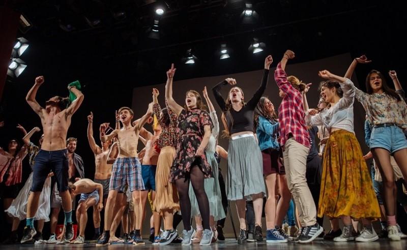 """""""Împăratul muștelor"""", DramaClub Botoșani, cel mai bun spectacol de teatru tânăr la RELIEF!"""