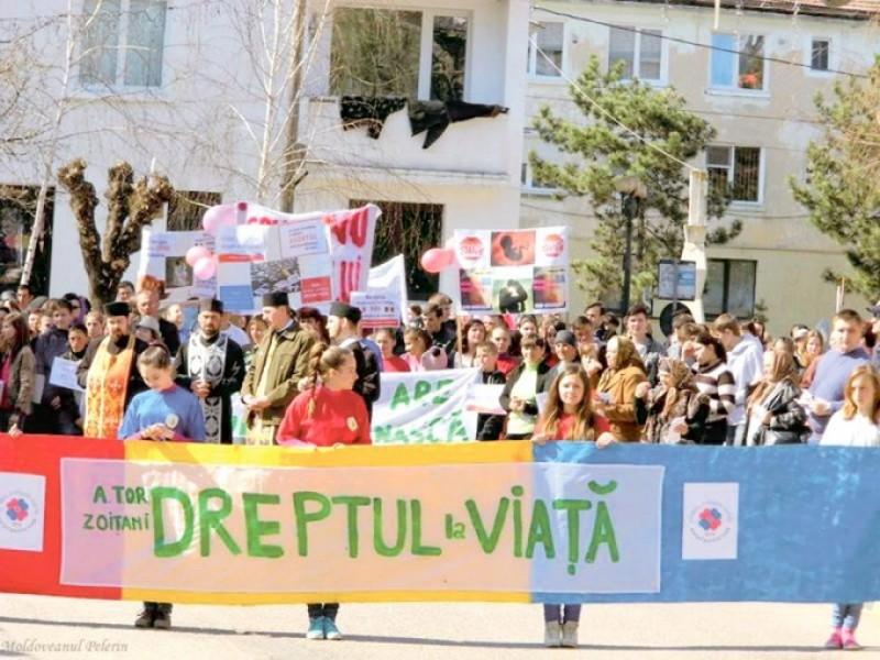 """""""Marşul pentru viaţă"""" în Protopopiatul Săveni"""
