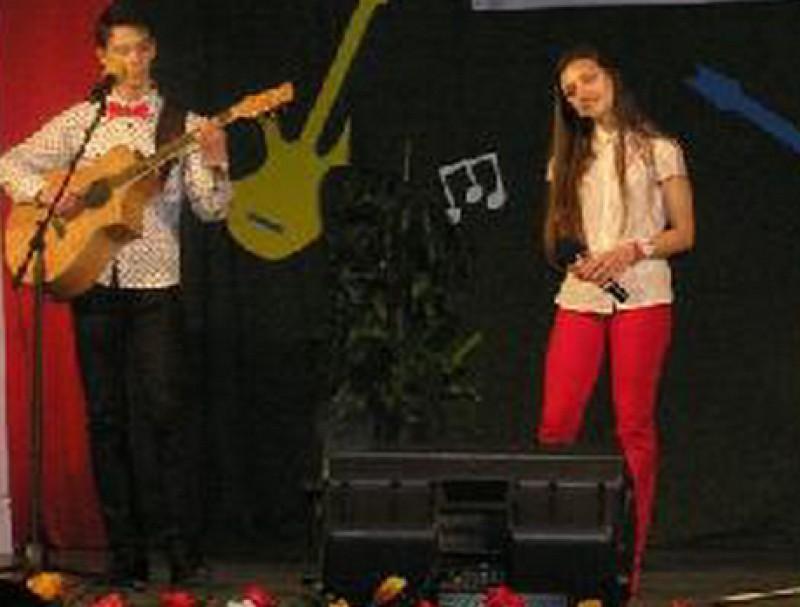 """""""Noi doi"""", Premiul I la Festivalul Naţional de muzică folk """"Nada Florilor"""", de la Fălticeni!"""