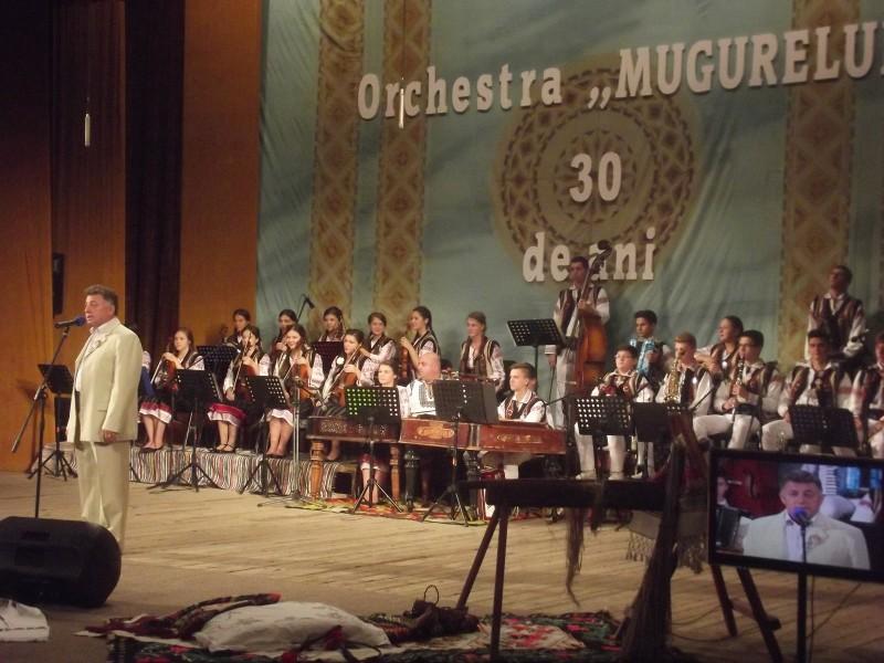 """""""Orchestra MUGURELUL de ieri şi de azi"""", un spectacol-maraton la 30 de ani de activitate neîntreruptă! FOTO"""