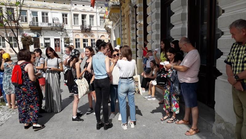 """""""Tradiție și coeziune europenă"""", tur și concurs cu 25 de tineri botoșăneni"""