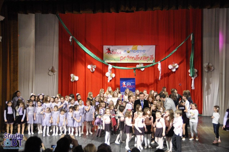 """""""Zâmbete de primăvara"""", cu sute de copii! GALERIE FOTO"""