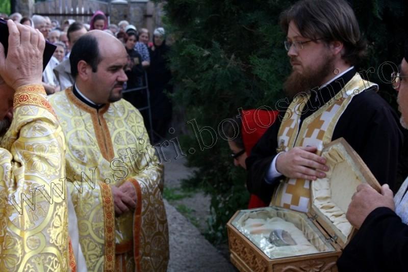Racla cu moastele Sfintei Anastasia Romana a ajuns la Botosani-FOTO