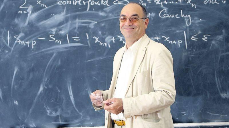 Radu Gologan, coordonatorul olimpicilor la Matematică: Testele grilă la BAC și Evaluare sunt de-un populism excesiv, nota 5 să se ia practic pe nimic