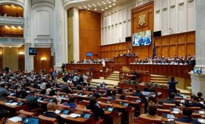 Rămâne cum au stabilit: Persoanele condamnate definitiv pot candida la parlamentare, au decis deputatii juristi!