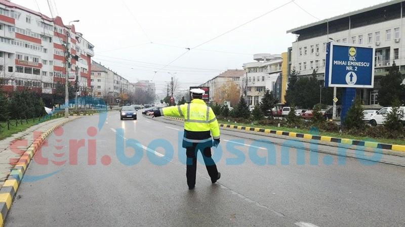 Zeci de şoferi vitezomani surprinşi de aparatul radar pe şoselele judeţului! Poliţiştii au aplicat amenzi şi au reţinut mai multe permise