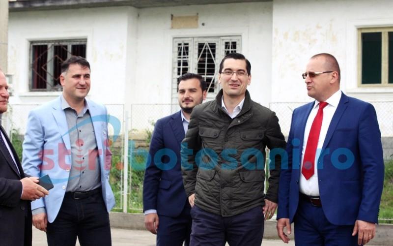 """Razvan Burleanu promite un teren sintetic la Botosani: """"Am avut o discutie cu primarul municipiului Botosani"""""""