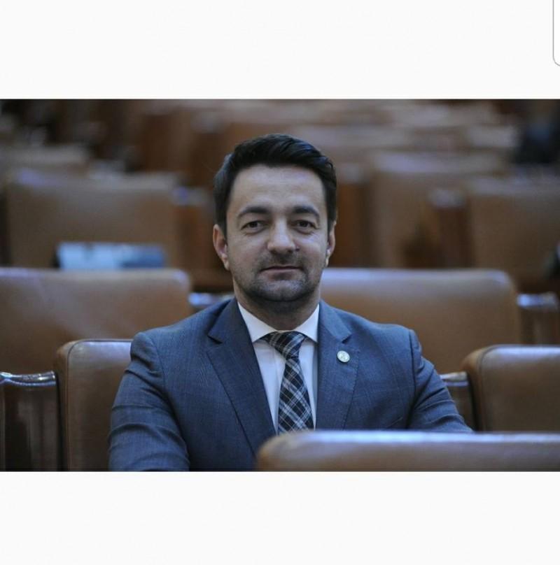 """Răzvan Rotaru: """"România va intra în zodia Ciumei Galbene PNL, dacă Orban și ai lui vor ajunge să conducă țara!"""""""