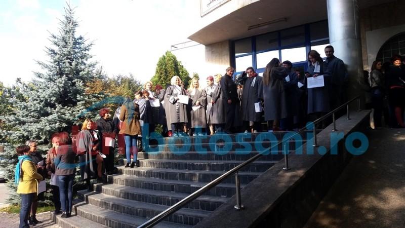 Reacţie a Ministerului Justiţiei la protestul grefierilor